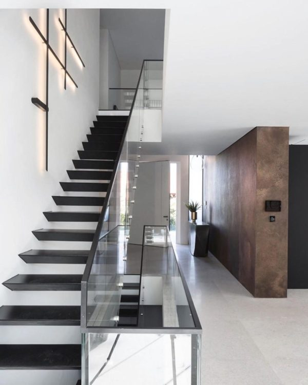 Staircase wall lighting