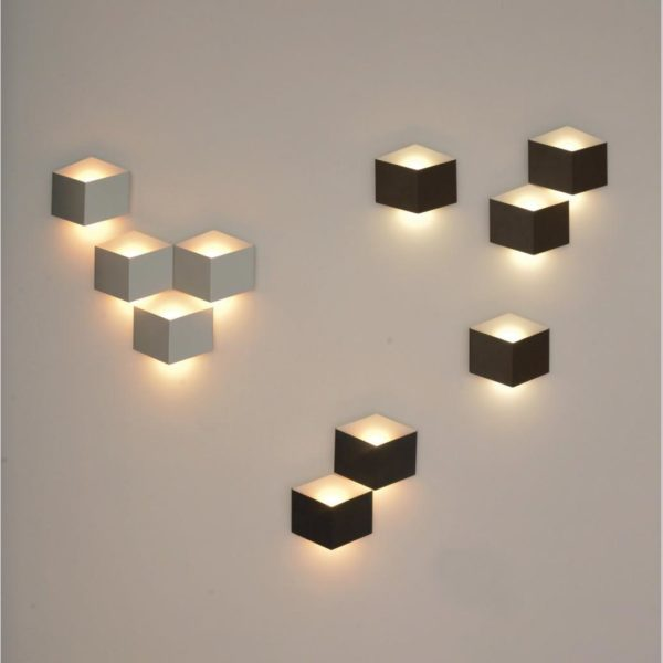 10 Wall lights create a lighind gesing on the wall
