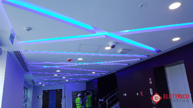 إضاءة LED ذات لون أزرق زخرفي
