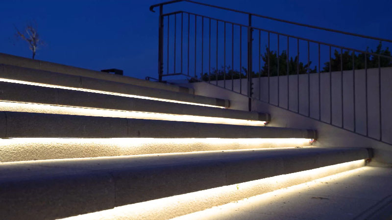Outdoor lights for staircases
